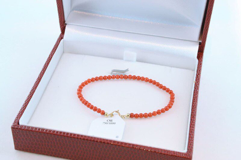 Bracelet en corail rouge et or 750 par 1000 BR-CO-OR-003